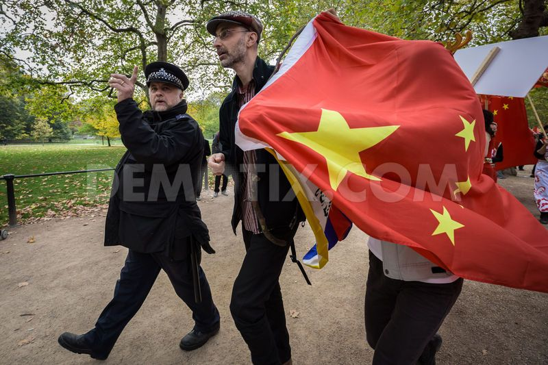 1445356128-free-tibet-protesters-clash-with-prochinese-supporters-in-london_8843433