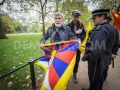 1445356139-free-tibet-protesters-clash-with-prochinese-supporters-in-london_8843484